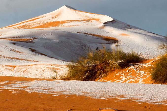 Απίστευτες φωτογραφίες από την έρημο Σαχάρα, όπου χιόνισε για τρίτη φορά τα τελευταία 40 χρόνια! (7)