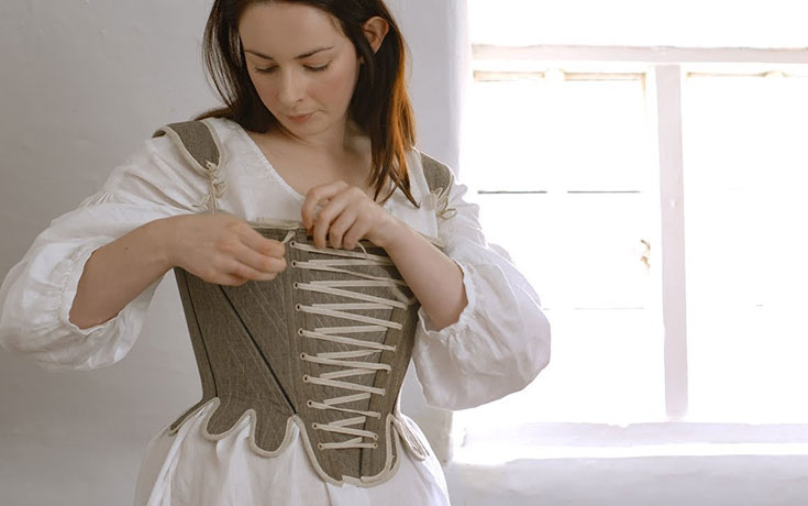 Η διαδικασία του πρωινού ντυσίματος τον 18ο αιώνα