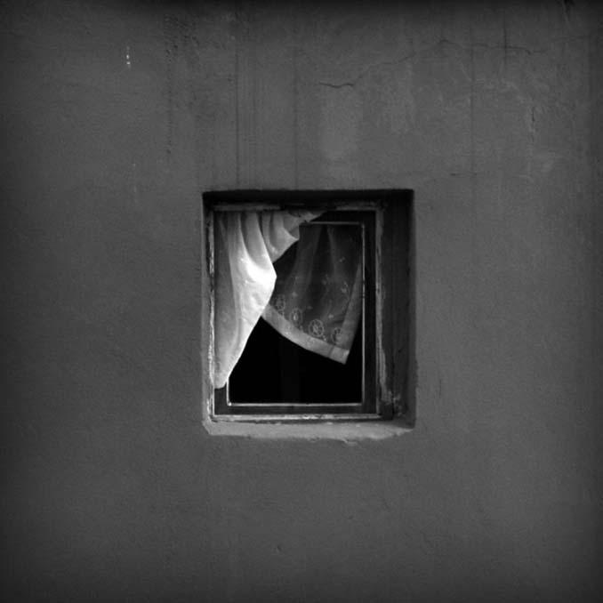 Φωτογραφίζοντας το ίδιο παράθυρο για 12 χρόνια μέχρι την κατεδάφιση του κτιρίου (3)