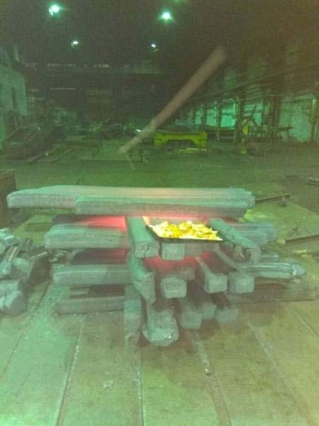 Κάπως έτσι μαγειρεύουν οι εργάτες σε ένα μεταλλουργικό εργοστάσιο (3)