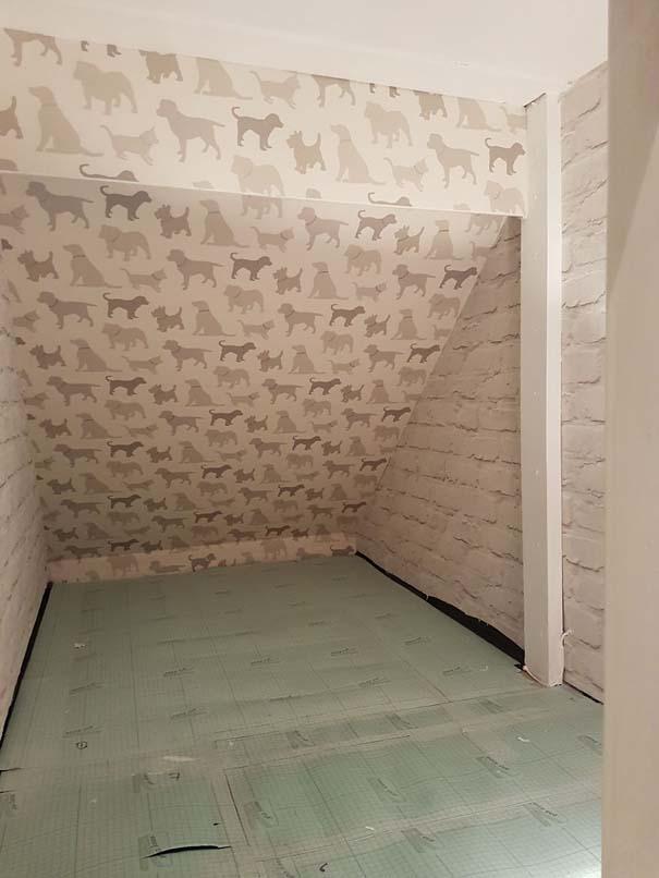 Κατασκευάζοντας ένα υπέροχο δωμάτιο για το σκύλο κάτω από τη σκάλα (8)