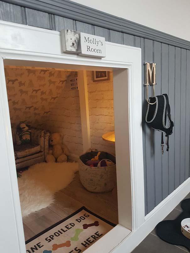 Κατασκευάζοντας ένα υπέροχο δωμάτιο για το σκύλο κάτω από τη σκάλα (19)