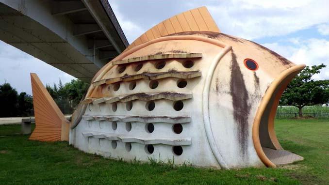 Οι δημόσιες τουαλέτες στην Ιαπωνία έχουν ότι σχήμα μπορείτε να φανταστείτε... (2)
