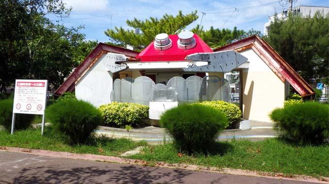 Οι δημόσιες τουαλέτες στην Ιαπωνία έχουν ότι σχήμα μπορείτε να φανταστείτε... (3)