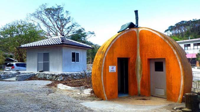 Οι δημόσιες τουαλέτες στην Ιαπωνία έχουν ότι σχήμα μπορείτε να φανταστείτε... (4)