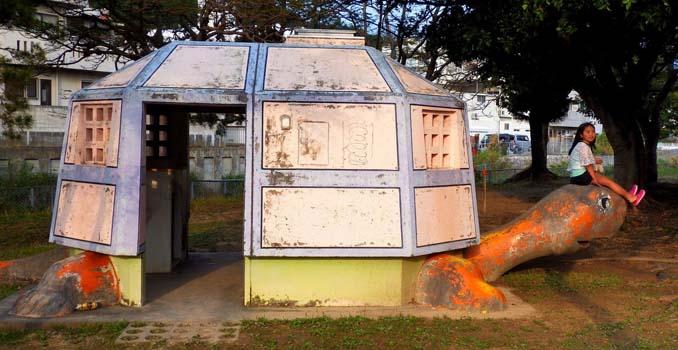 Οι δημόσιες τουαλέτες στην Ιαπωνία έχουν ότι σχήμα μπορείτε να φανταστείτε... (8)