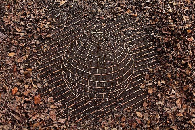 Καλλιτέχνης τακτοποιεί αντικείμενα της φύσης σε απίστευτους σχηματισμούς και το αποτέλεσμα θα σας μαγέψει (11)