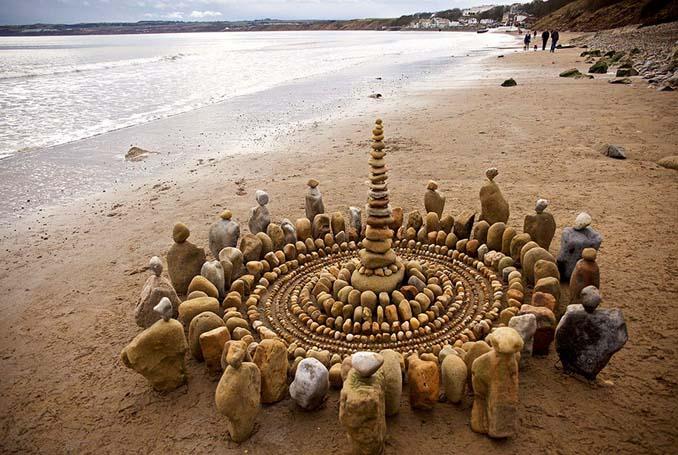Καλλιτέχνης τακτοποιεί αντικείμενα της φύσης σε απίστευτους σχηματισμούς και το αποτέλεσμα θα σας μαγέψει (24)