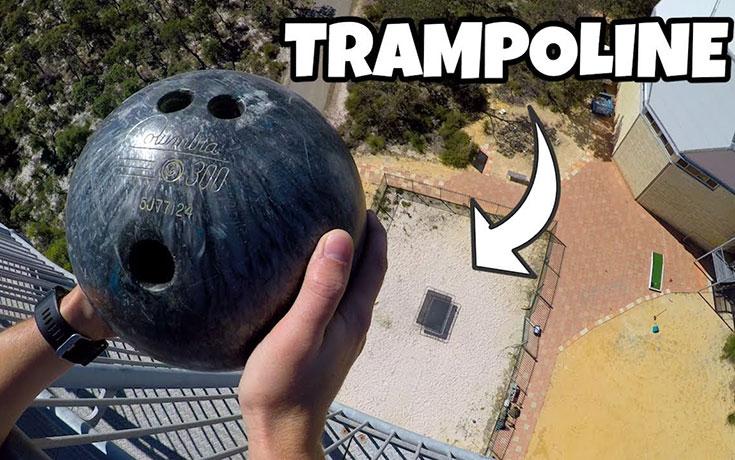 Τι θα συμβεί αν ρίξεις μπάλα του bowling σε τραμπολίνο από ύψος 45 μέτρων (Video)