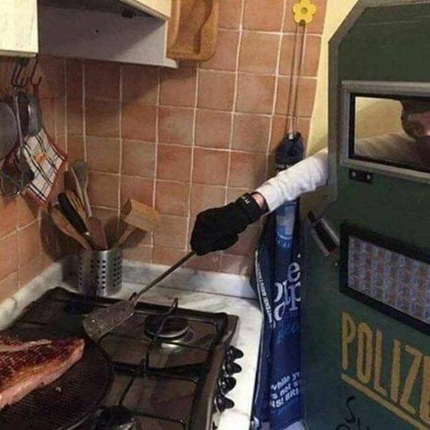 Όταν φοβάσαι το τηγάνι... | Φωτογραφία της ημέρας