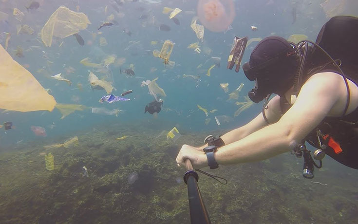 Πήγε για scuba diving στο Μπαλί και αντίκρισε ένα αποκαρδιωτικό θέαμα