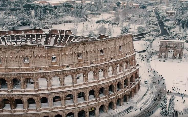 Σπάνιο θέαμα: Η χιονισμένη Ρώμη από την οπτική ενός drone