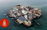 Πως είναι η ζωή στο πιο πυκνοκατοικημένο νησί στον κόσμο