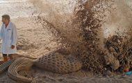Ανατινάζοντας γλυπτά από άμμο σε super slow motion