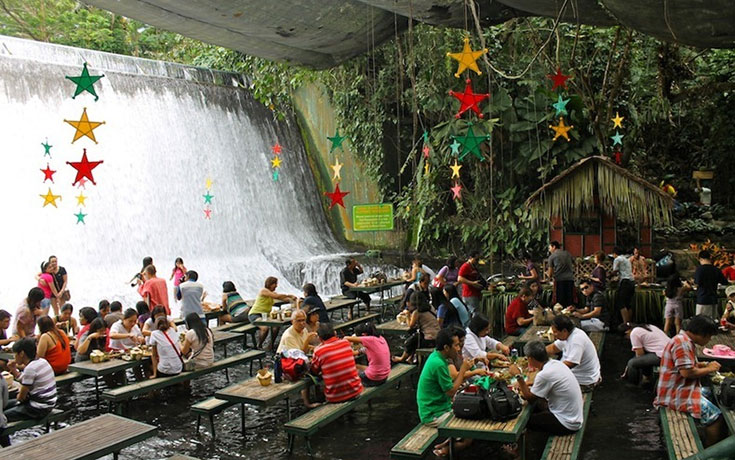 Το εστιατόριο που βρίσκεται μέσα σε καταρράκτη