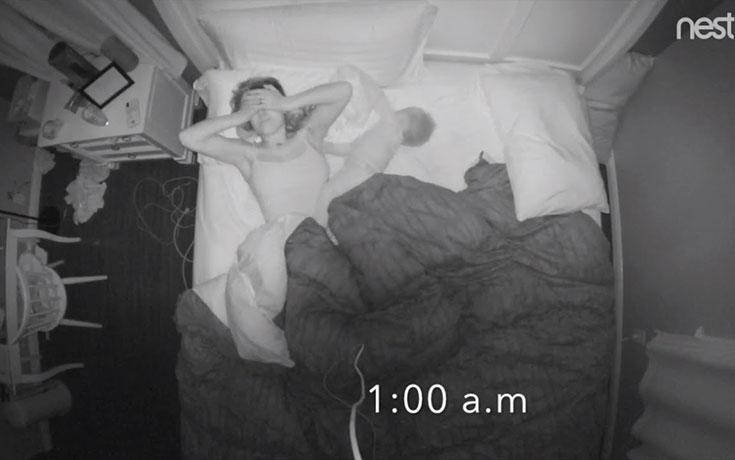 Γιατί οι μαμάδες ξυπνούν πάντα το πρωί εξαντλημένες