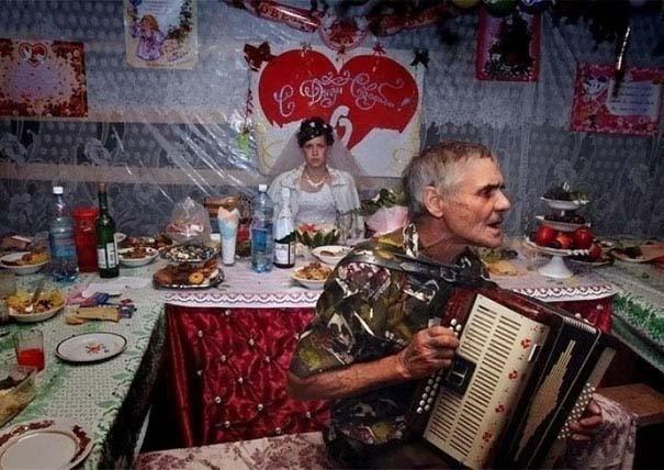 Ξεκαρδιστικές γαμήλιες φωτογραφίες από τη Ρωσία (17)