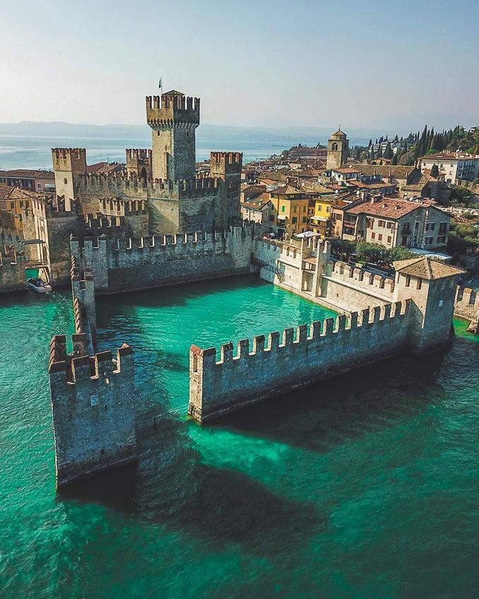 Το μισοβυθισμένο κάστρο   Φωτογραφία της ημέρας