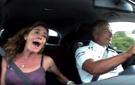 Πρώην οδηγός της Φόρμουλα 1 τρελαίνει τη γυναίκα του οδηγώντας ένα Civic Type-R
