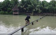 Θα καταφέρνατε να περάσετε αυτή τη γέφυρα με ποδήλατο;
