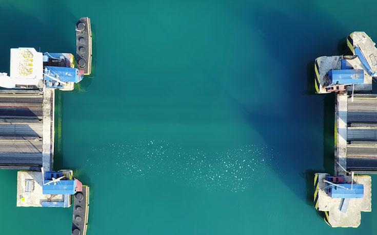 Η εντυπωσιακή βυθιζόμενη γέφυρα στον Ισθμό της Κορίνθου