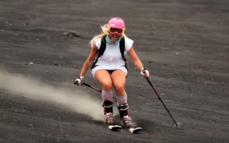 Γυναίκες κάνουν σκι στην Αίτνα (Video)