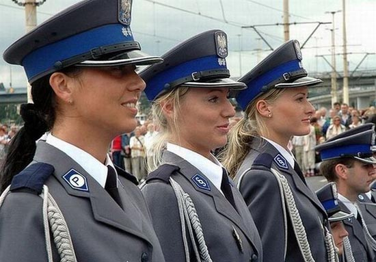 Αστυνομικίνες